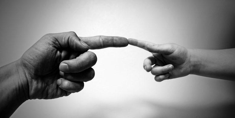 berührende Hände